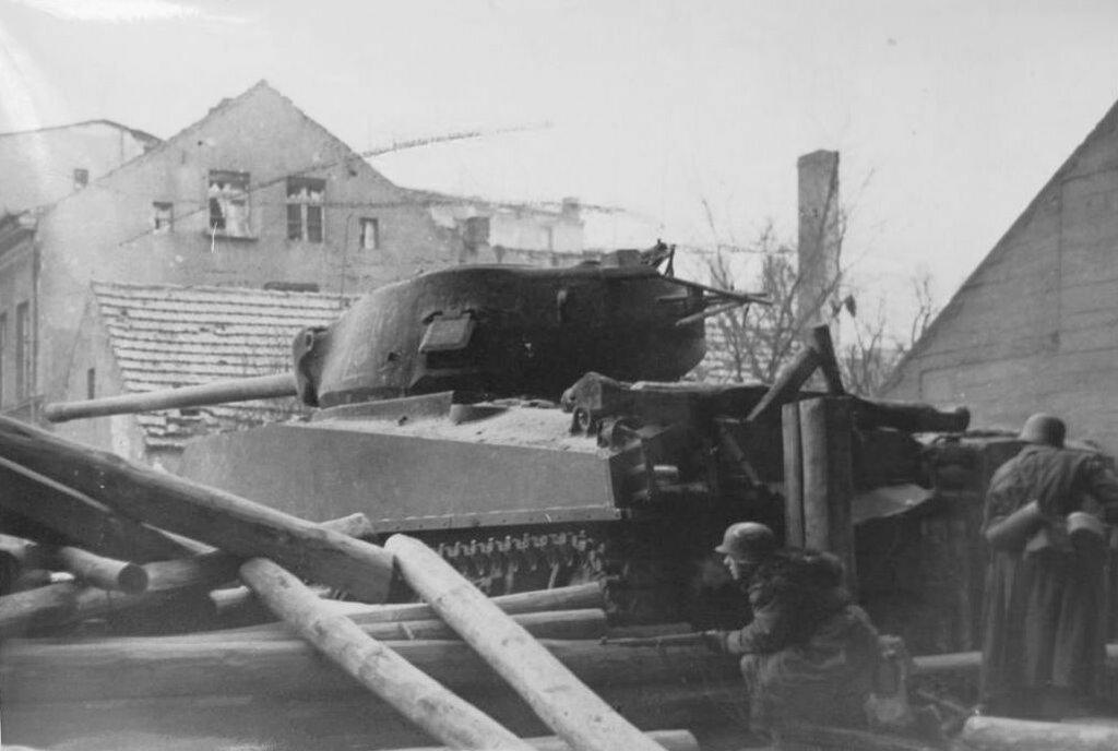 Подбитый советский танк M4A2(76)W. Кюстрин, март 1945 года.