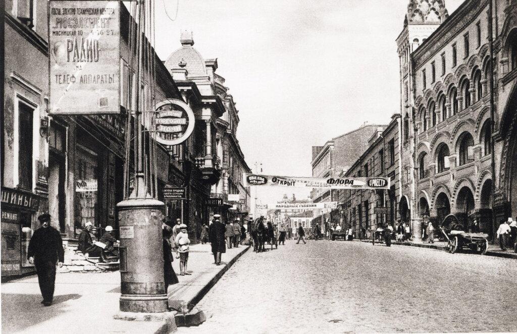 Myasnitskaya Street, Moscow Photo by Naum Granovsky, 1929.jpg
