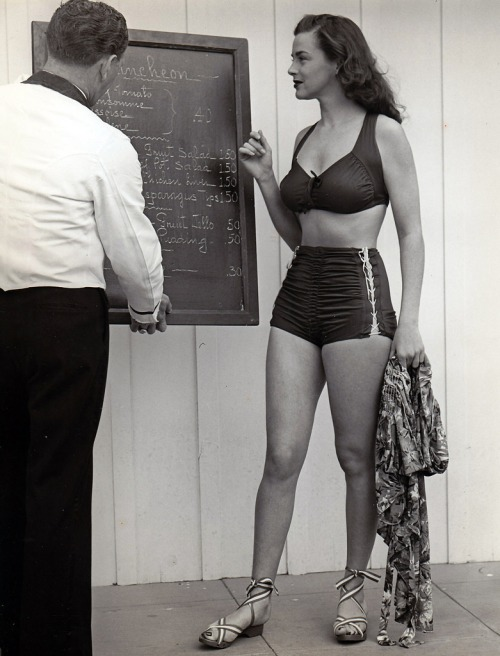 Marguerite Chapman - c.1945.jpg