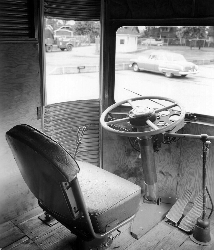 Fageol TC CargoLiner '1950 8.jpg