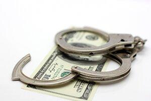 Двое участковых из Шолданешт задержаны за взятку