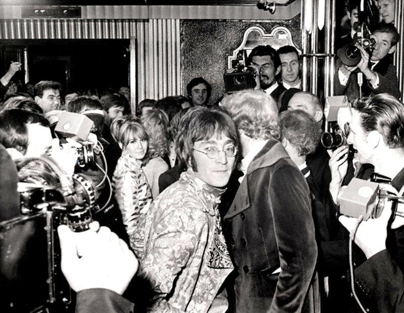 541 Джон и Синтия Леннон на премьере Как я выиграл войну, 1967.jpg