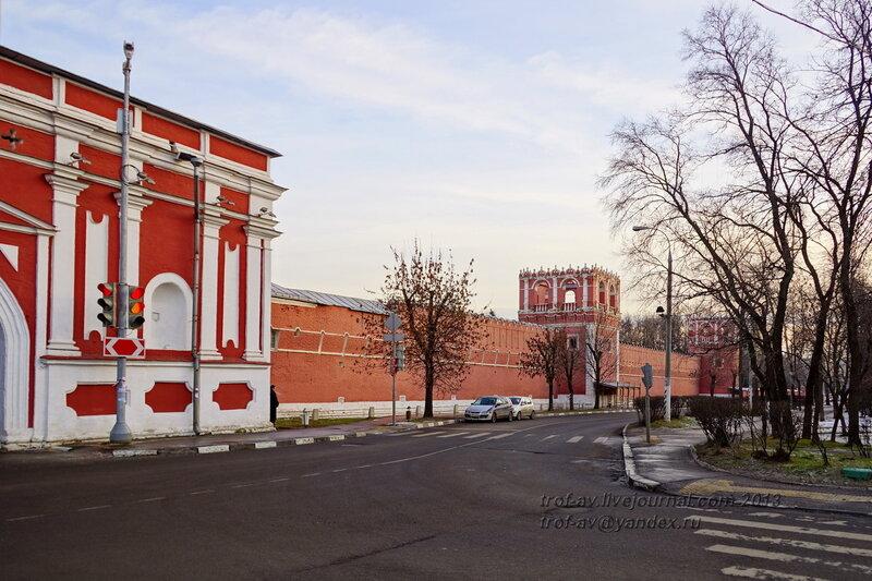 Западная стена Донского монастыря, Москва