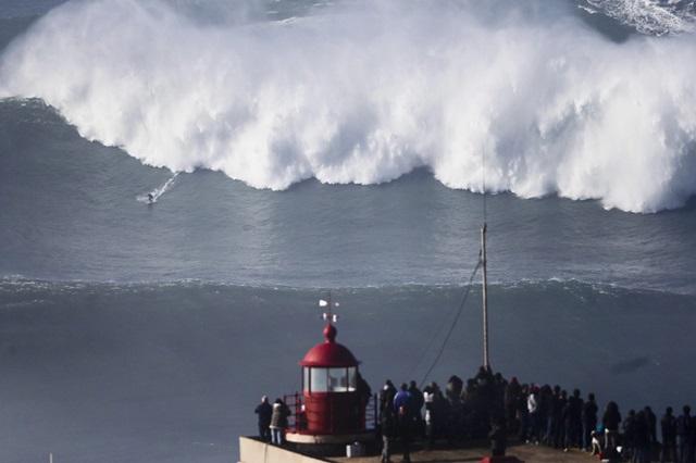 Американский серфер побил рекорд на волне в 30 метров 0 112ac1 a016cba orig