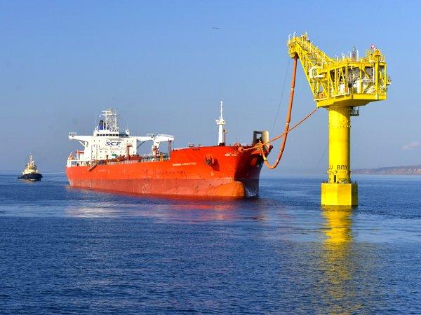 ВМалайзии похитили нефтяной танкер