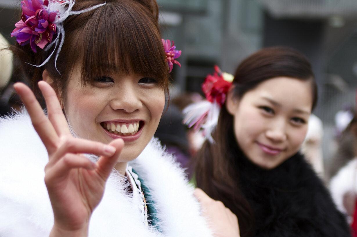 молодые японцы встре четырех квадратах