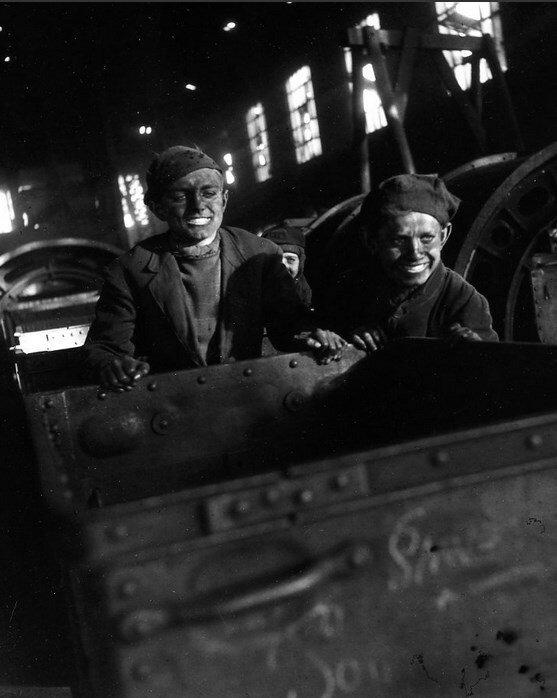 1945. Подростки шахтеры