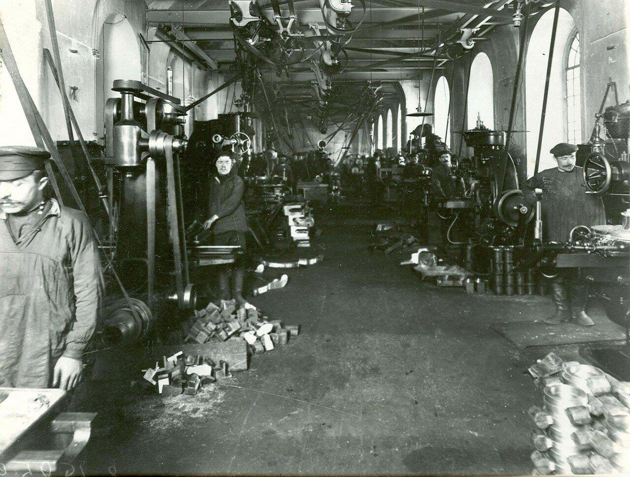 17. Внутренний вид одной из мастерских Арсенала. 21 апреля 1914