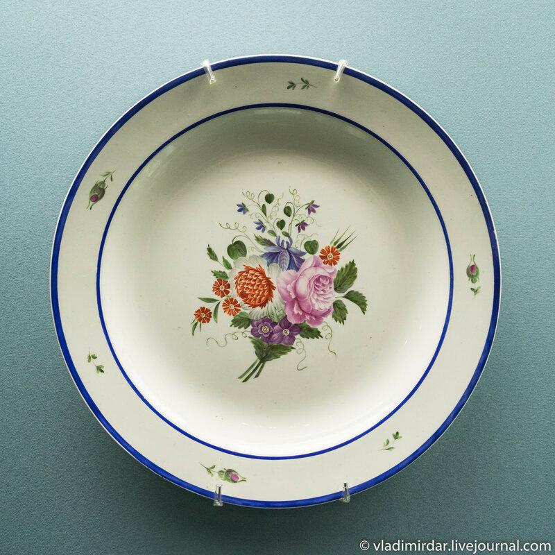 Тарелка из столового сервиза