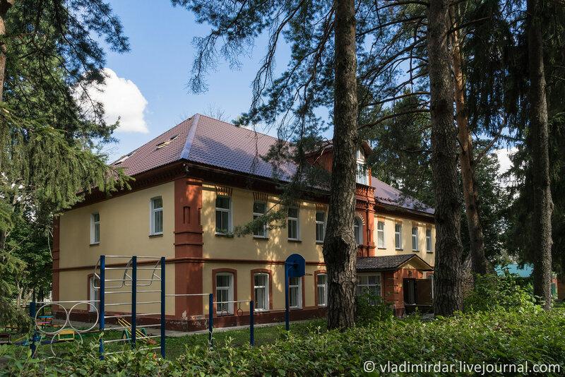 Новое здание монастырской гостиницы. Крестовоздвиженский монастырь.