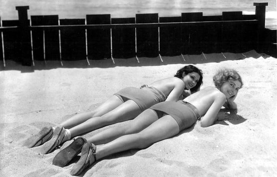 Raquel Torres and Mary Doran, early 1930s.jpg