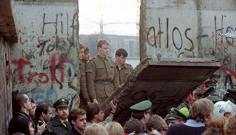 25 лет падения Берлинской стены. Уникальные исторические фотографии 0 1b49eb 710d7311 XL