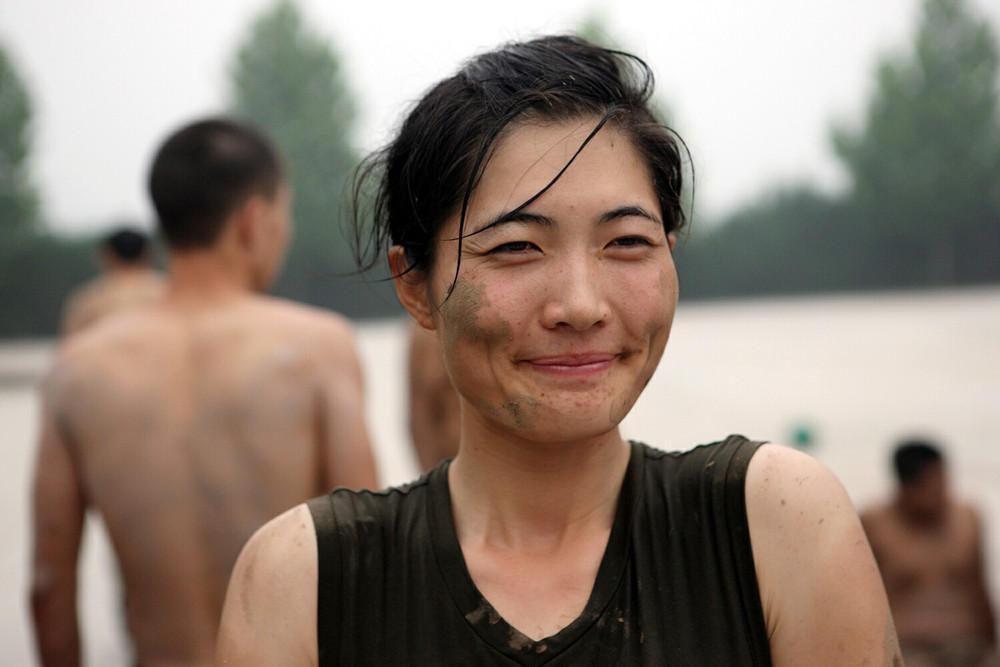 Экзамены женщин телохранителей в Китае. Фотографии просто впечатляют