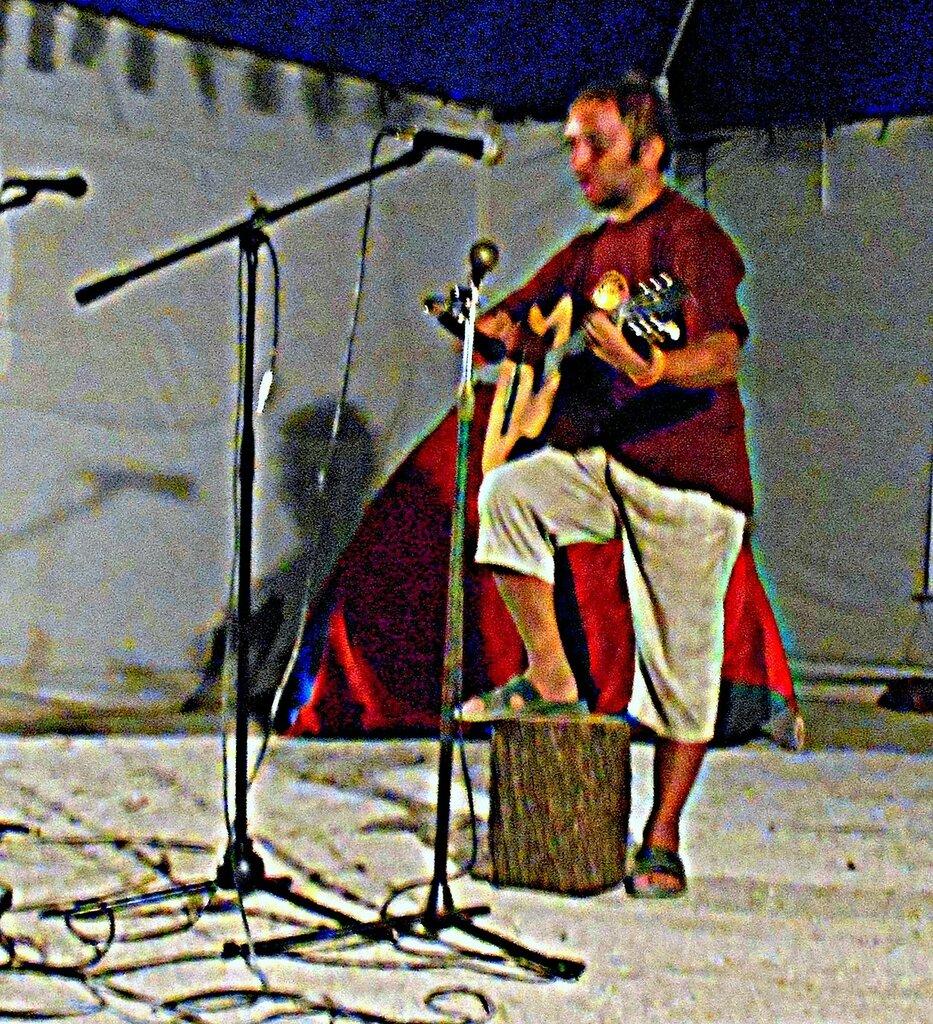 Исполнение, с гитарой ... DSCN0101 - 2.JPG