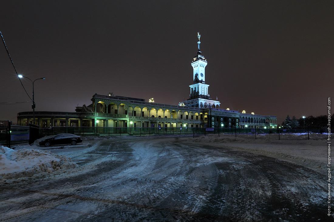 ночное фото здание Северного речного вокзала