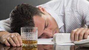 Трудоголики подвержены риску злоупотребления алкоголя