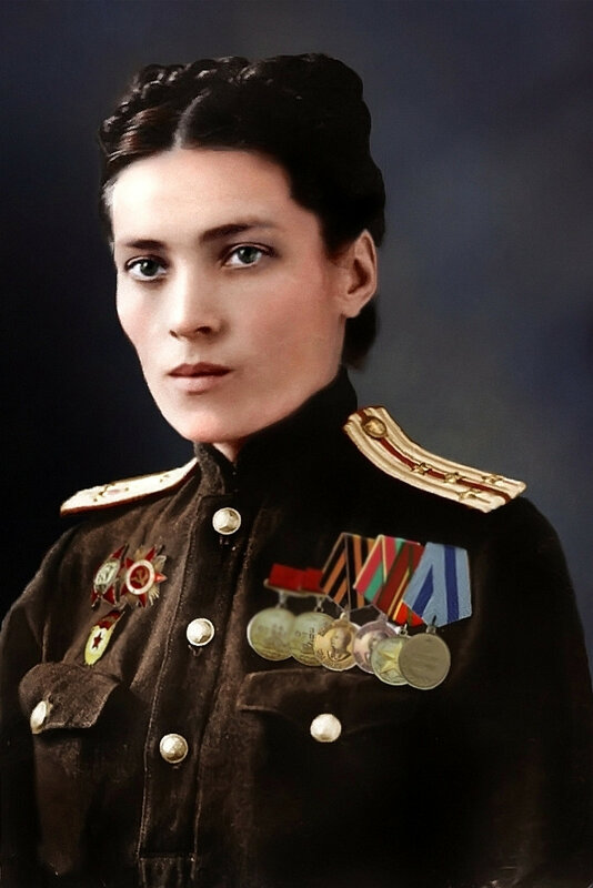 Капитан медицинской службы Советской армии. Фото 1945 года.jpg