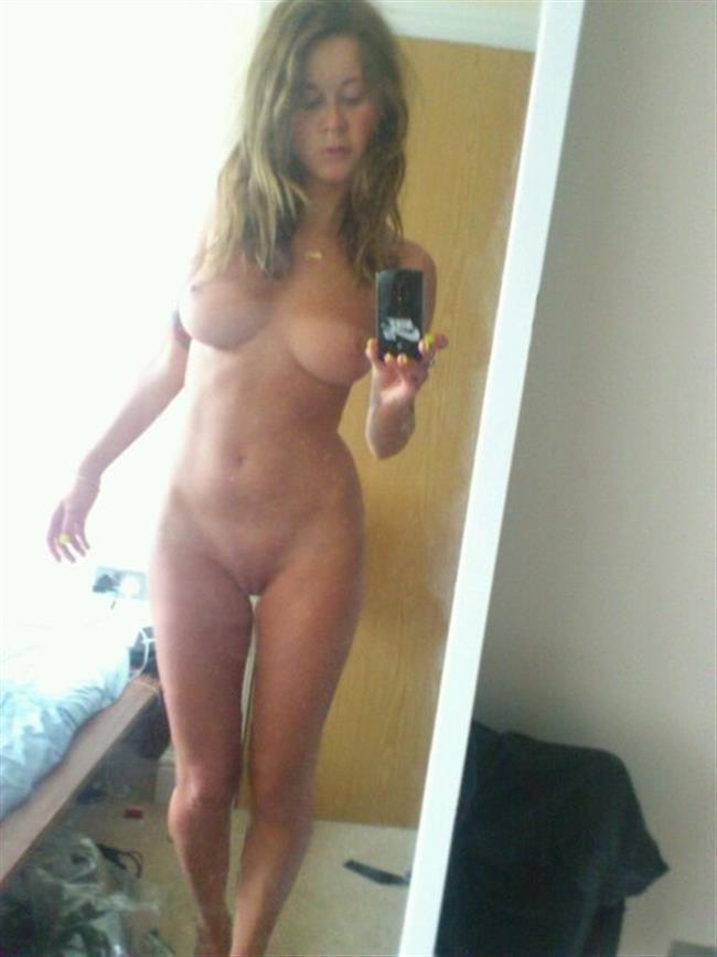 откровенное фото селфи девушек голые