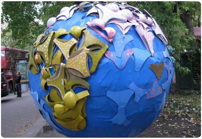Памятник женскому белью (Киев)