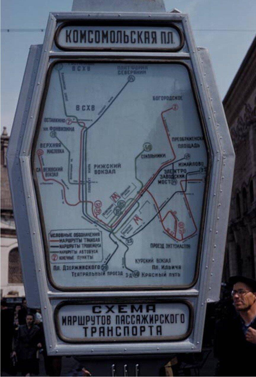 Карта метро на городской улице