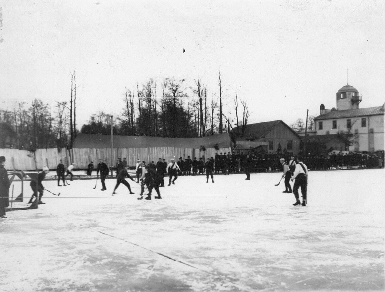26. Состязания хоккейных команд Нева (Англия) и Нарва (Россия) на Крестовском острове. 28 февраля 1910