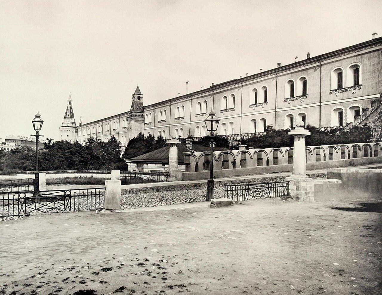 337. Вид с северо-западной части Кремля с Троицкого моста