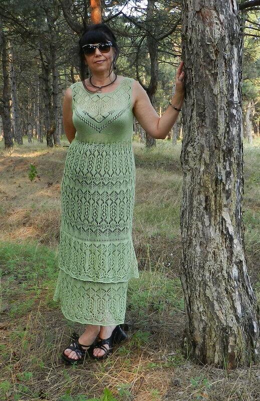 Платье ажурной кареткой.