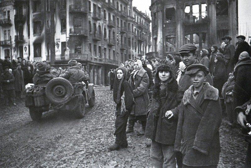 В освобожденной Виннице. 1944 г.jpg