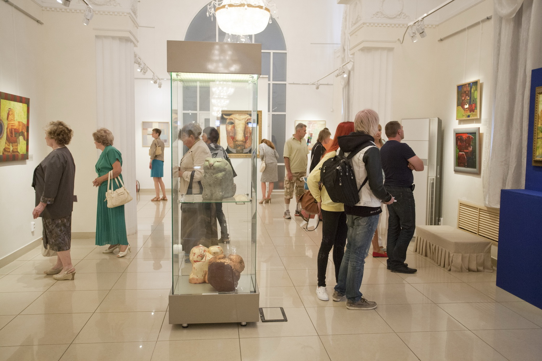 Выставка Григория Лесухина в музее искусств (06.08.2015)