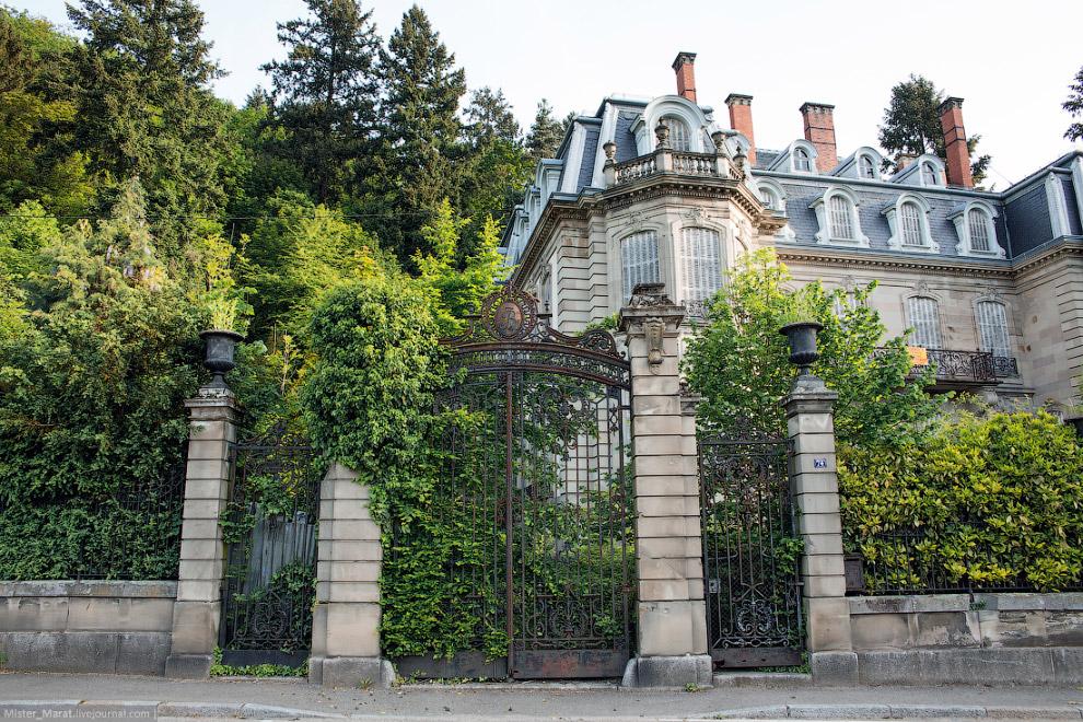 13. Следующий замок, Щато дю Карнель , находился на территории пансионата для престарелых. Замок акт