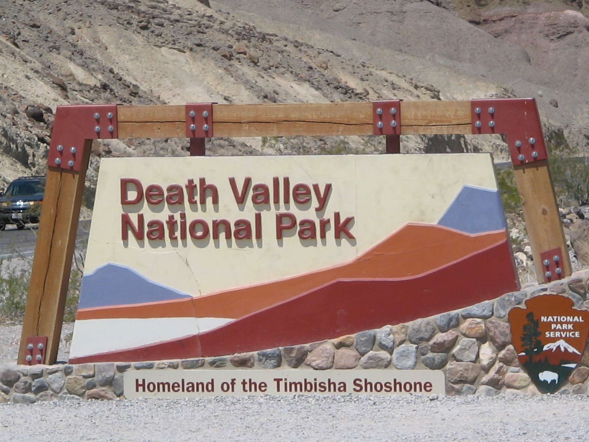 Death_Valley_National_Park_Entrance_California_State_Route_190.JPG