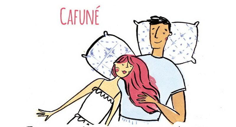 Разглаживать пальцами волосы возлюбленного/возлюбленной