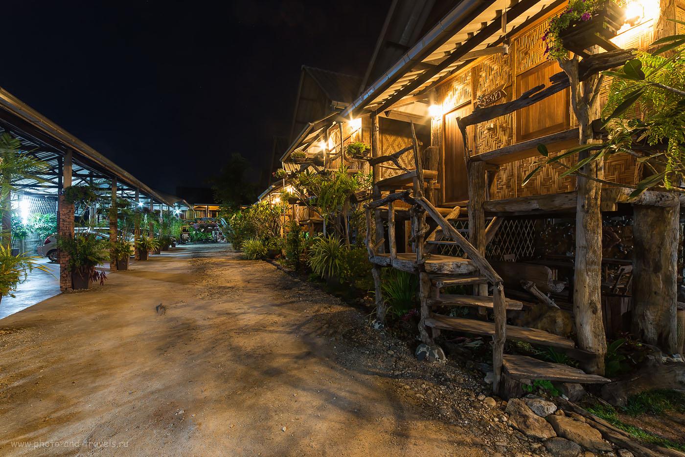 """Фотография 16. Колоритный отель в стиле """"Избушки на курьих ножках"""" в городе Ранонг в Таиланде. Цена - 600 бат за ночь за очень приличный номер."""