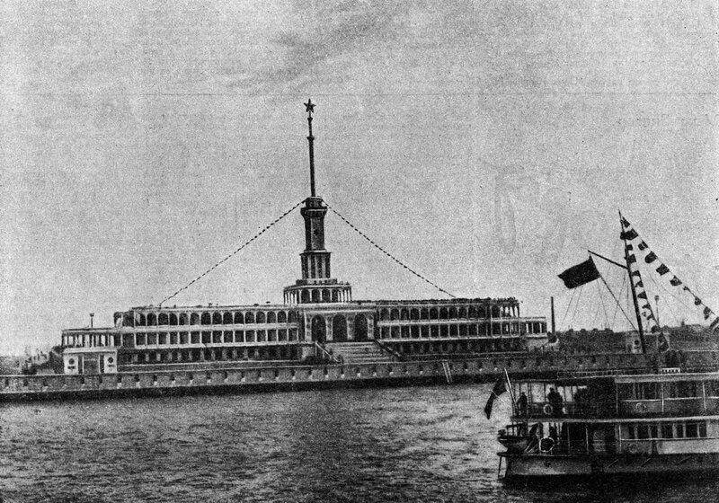 42 2 мая 1937 Химкинский речной вокзал. Журнал 'Огонёк' 1937 №16-17 (20 июня). Фото П.Трошкина.jpg