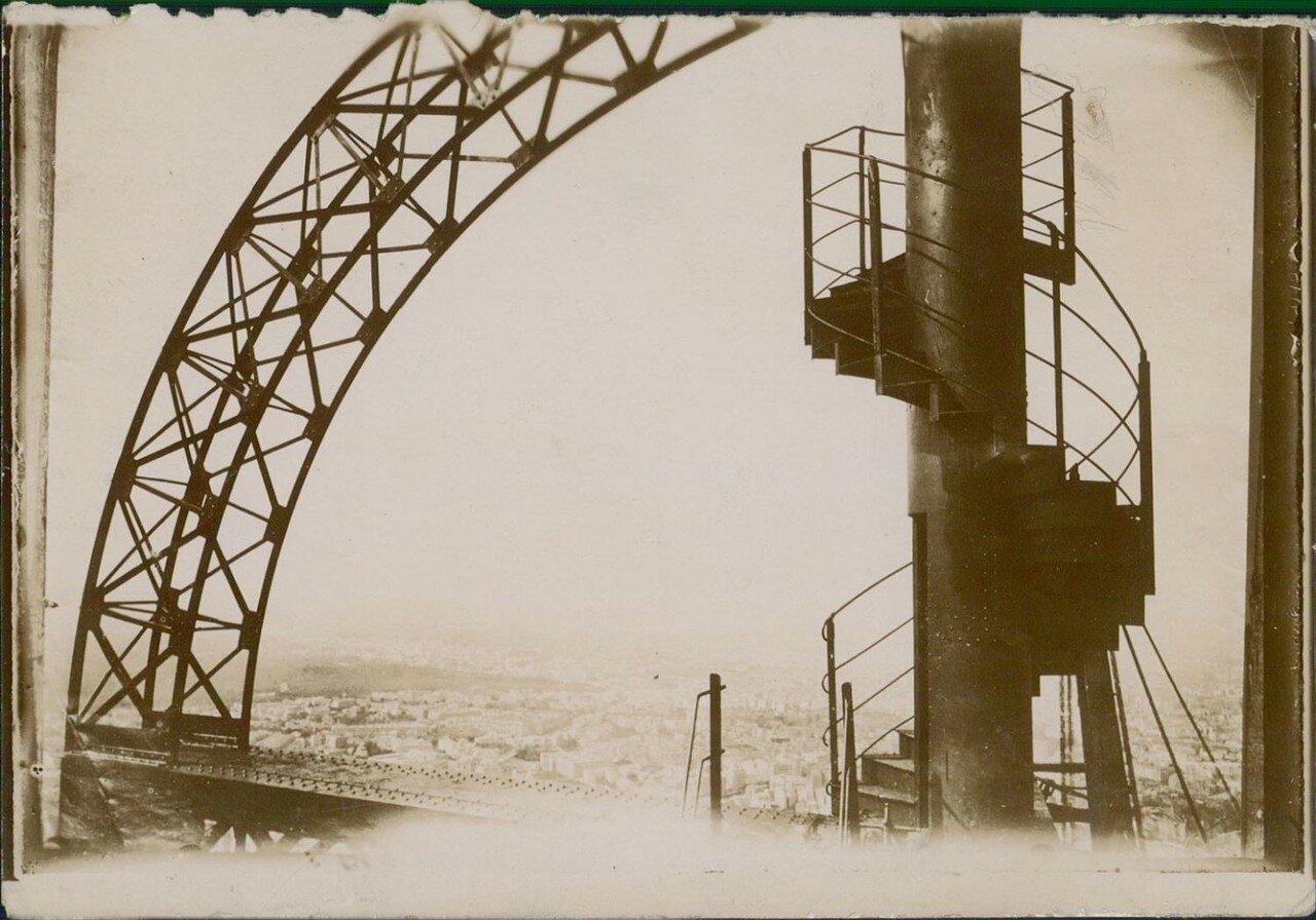 1901. Спиральная лестница на Эйфелеву башню