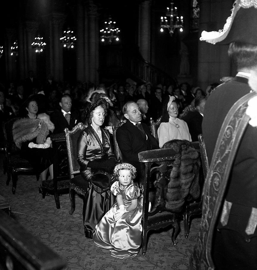 1949. Большая свадьба, Париж