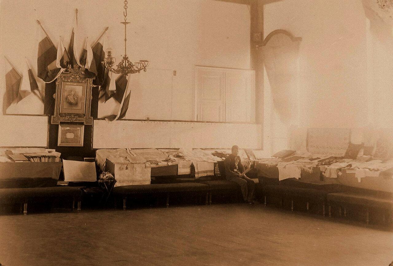 89. Вид части экспозиции с работами учащихся Читинской женской гимназии