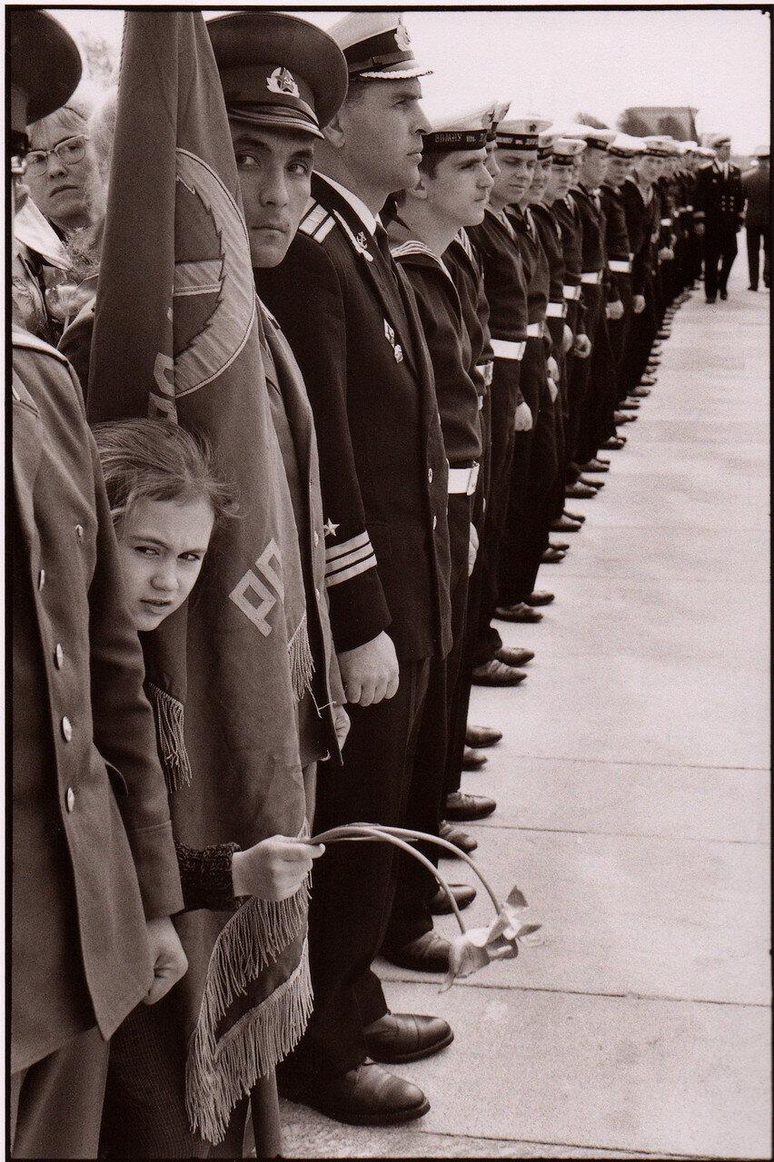 1972. Ленинград. Почетный караул на церемонии в честь освобождения Ленинграда, СССР, 9 мая