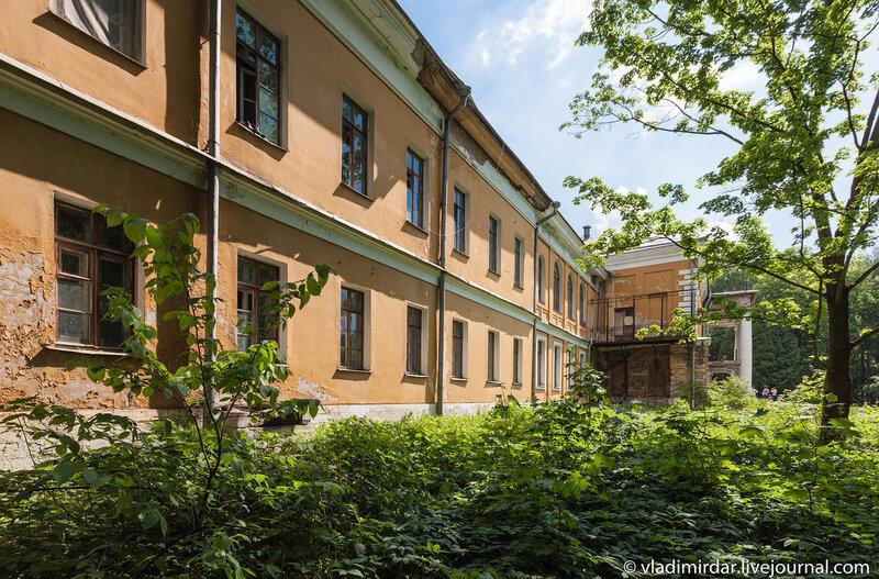 Западный флигель главного дома в усадьбе Суханово