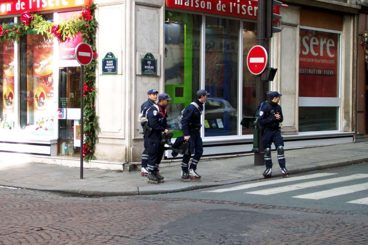 Ролики с полицией 5 фотография