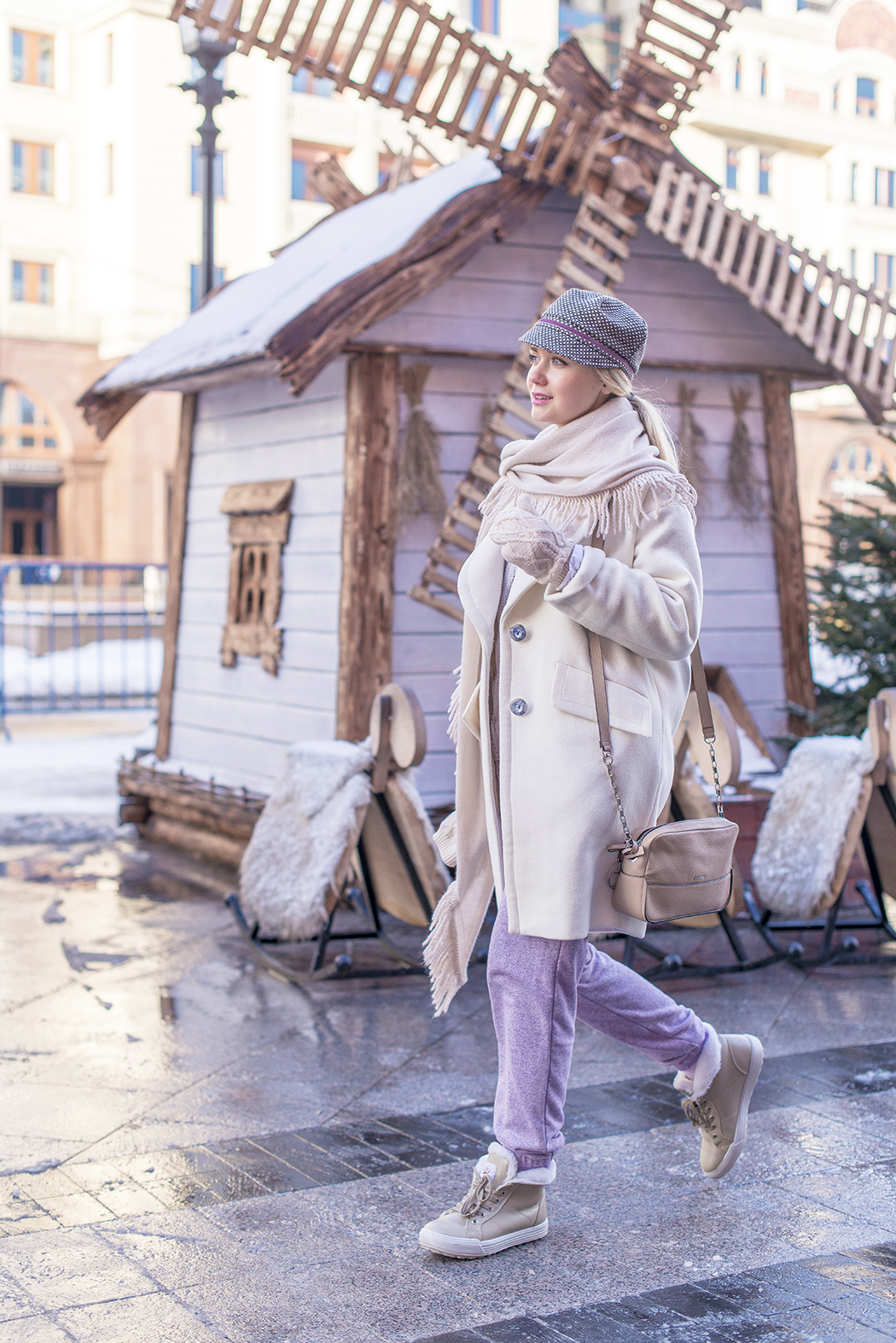 inspiration, GUM, New year 2015, зима в России, ГУМ, streetstyle, winter outfit, winter streetstyle, moscow fashion week, annamidday, top fashion blogger, top russian fashion blogger, фэшн блогер, русский блогер, известный блогер, топовый блогер, russian bloger, top russian blogger, streetfashion, bobbi brown, lipstick, помады бобби браун, russian fashion blogger, blogger, fashion, style, fashionista, модный блогер, российский блогер, ТОП блогер, ootd, lookoftheday, look, популярный блогер, российский модный блогер, annamidday, russian girl, с чем носить белое пальто,  girly, how to wear hat, white coat, красивая девушка, русская девушка, fashion week