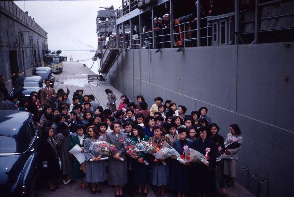 Farewell group, Sasebo, 1951