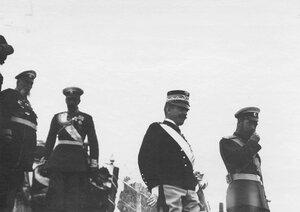 Император Николай II и итальянский король Виктор Эммануил III на параде.