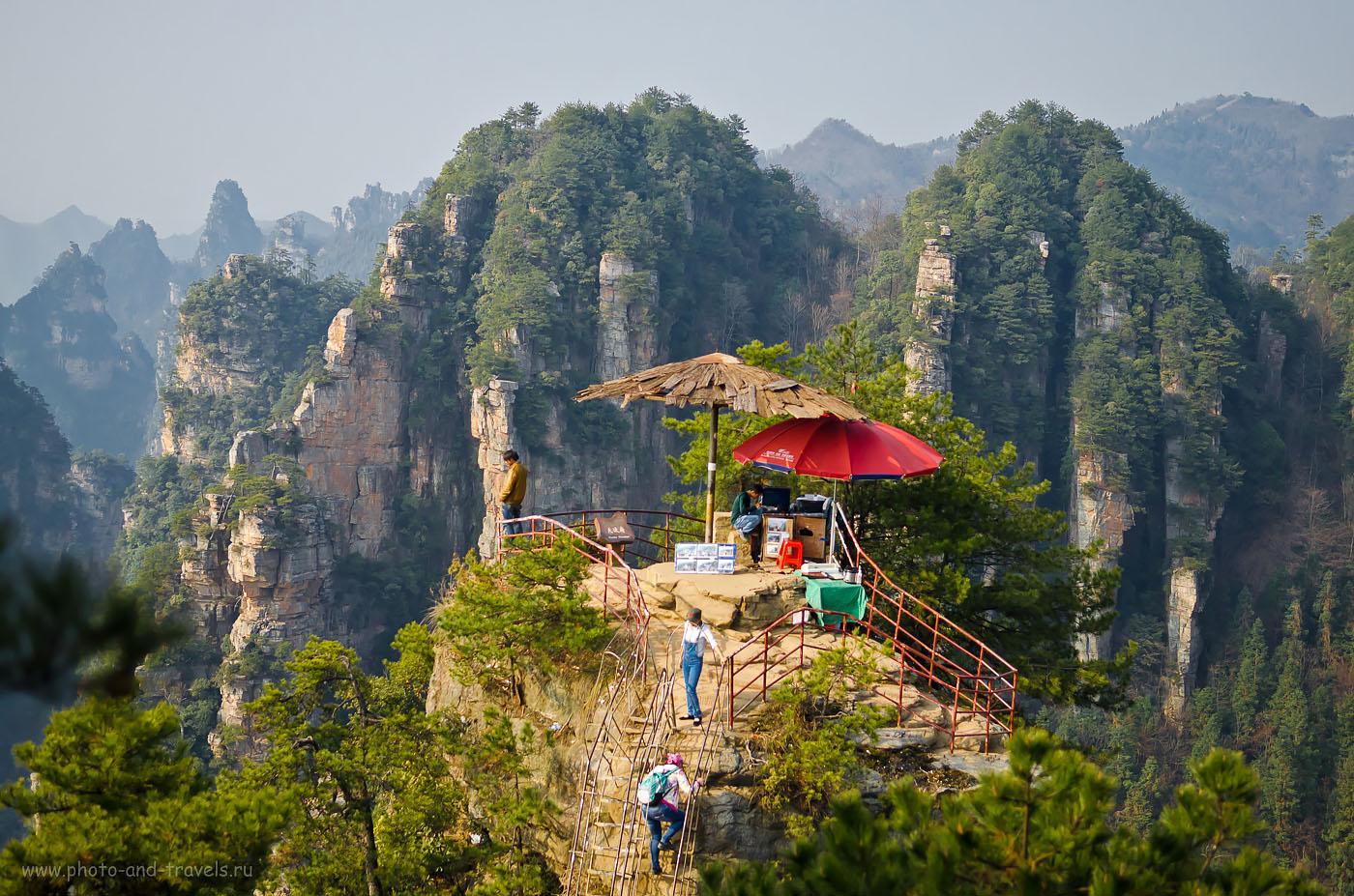 Фото 6. Впечатляет ведь пейзаж? Природный парк Чжанцзяцзе одно из самых красивых мест, что мы увидели во время отдыха в Китае
