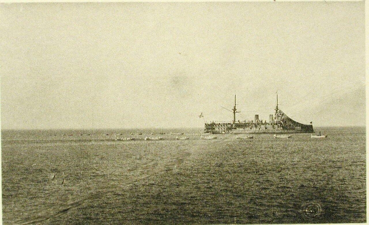 53.Сбор шлюпок соединенной эскадры во время гребных гонок. 16 мая 1895