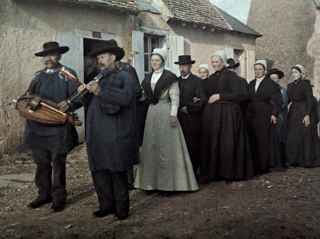 1924. Франция. Свадебная процессия в городке Берри