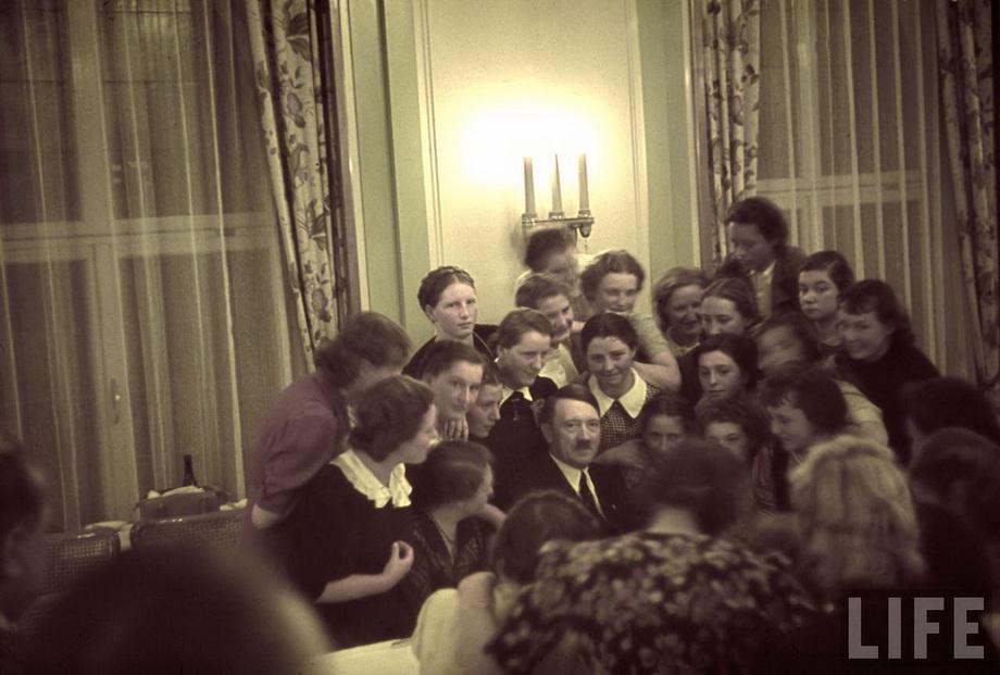 С австрийскими поклонницами. 1939 г.