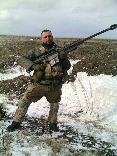 20150306_боец ВСУ с винтовкой .50 Barret M82_1.jpg
