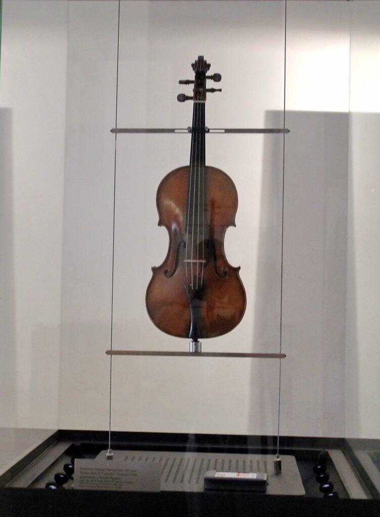 """O famoso violino Paganini """"Canon"""""""