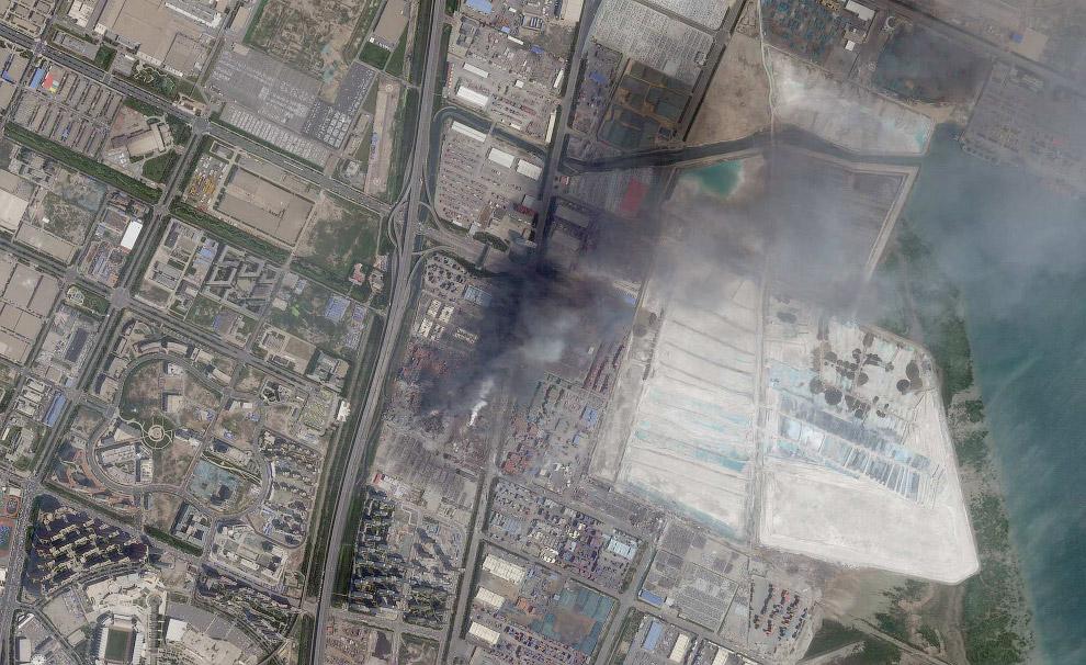 4. На складе, произошел взрыв, хранилось до 700 тонн цианида натрия. Это токсичное химическое вещест